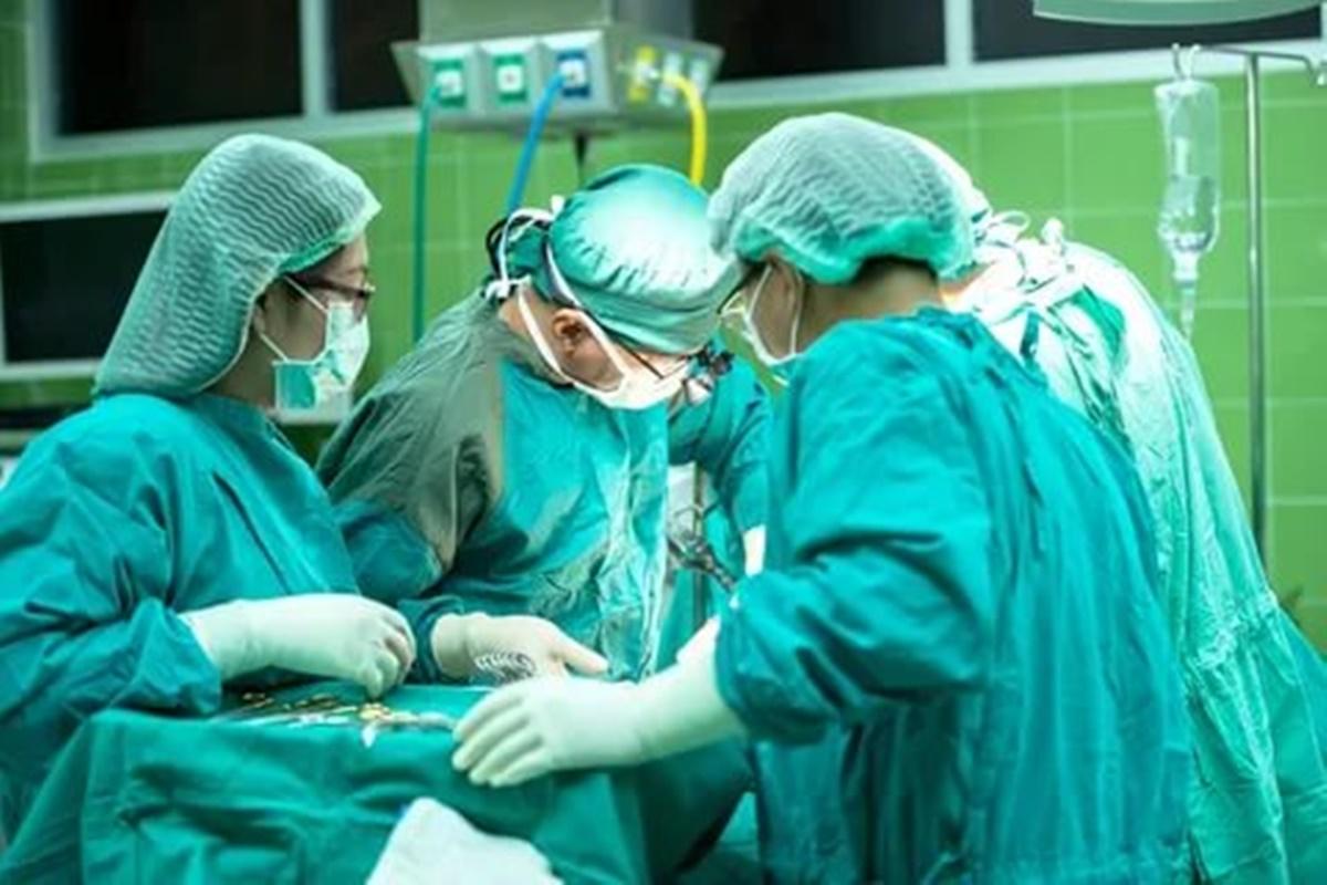 Ameliyatlarda Neden Yeşil Önlük Giyilir?